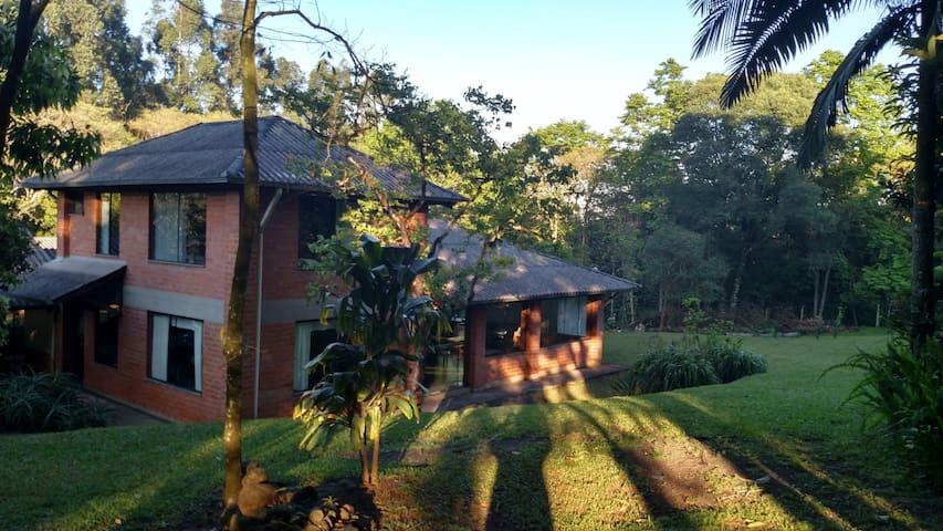 Chalé em meio a Natureza