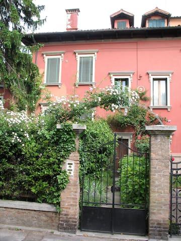Appartamento in Villa d'epoca - Lido - House