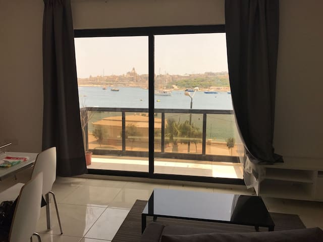 Stunning view, Sliema Seafront, 2bedroom apt