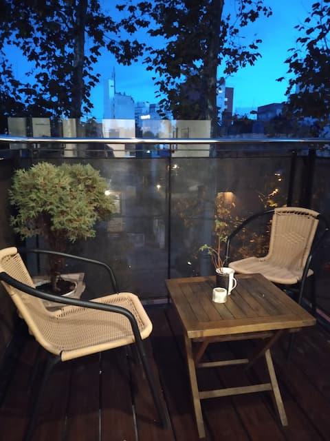 Loft con balcón, zona con múltiples servicios