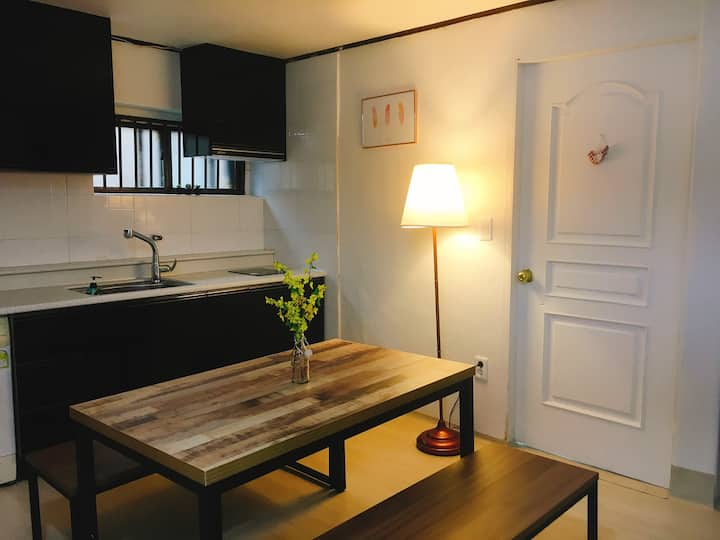 SUK house (10minutes from Itaewon station 350M )