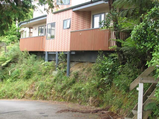 Modern Apartment in beautiful bush setting - Lower Hutt - Pis