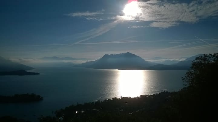 Vista lago su Stresa in villa a Someraro