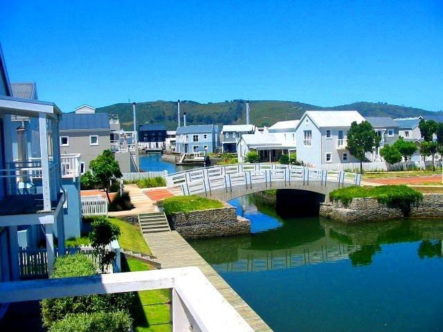 Luxury living on tranquil Thesen Island Marina - Knysna - House