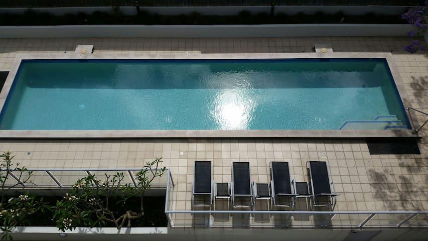 Spacious room with balcony - South Brisbane - Apartemen