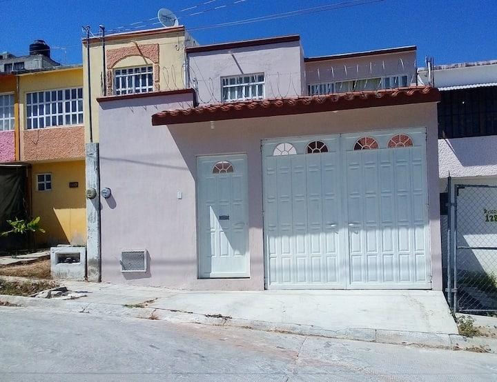 Casa de dos plantas, amueblada y con garage