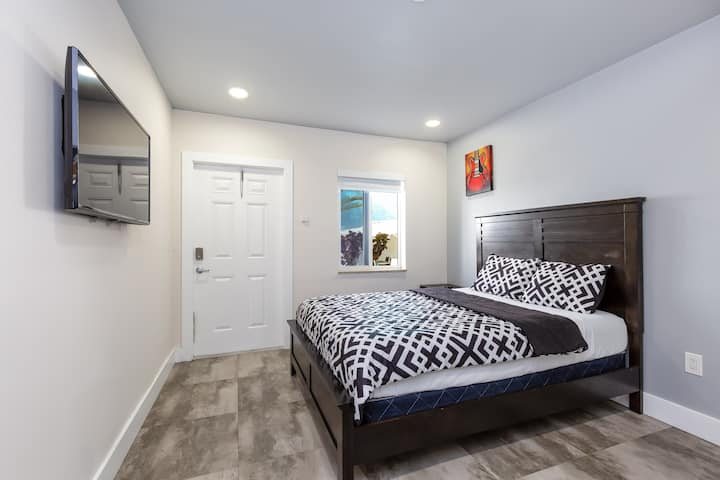 8) Fully Remodeled Studio on Hollywood Beach