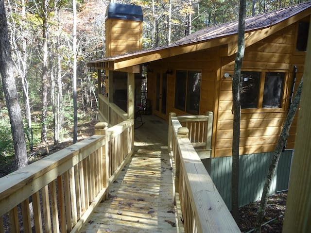 SECLUDED Treehouse cabin/ Pet Friendly!