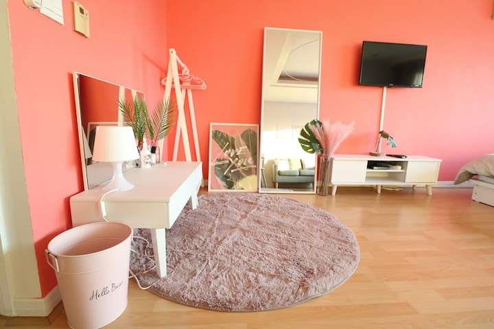 Amazing room & extremely good location in Hongdae!