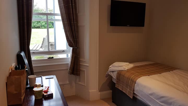 Welcome for all who love the Glens - Room 7