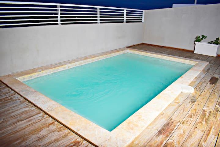 Lujoso apartamento con piscina Santo Domingo Este.