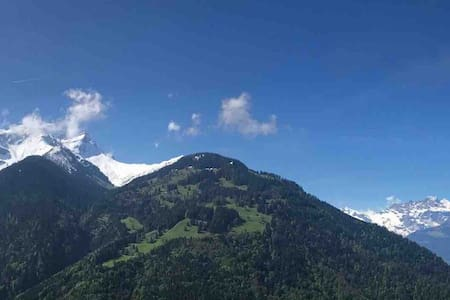 Charmant studio vue imprenable sur Alpes Suisses