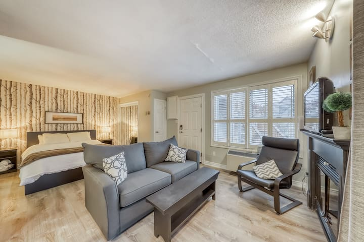 Dog-friendly condo w/ shared pool, hot tub & tennis - walk to slopes!