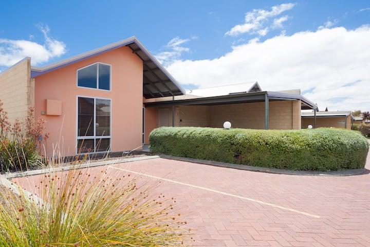 Southern Stars - Luxury Modern 3brm, 2bth Villa