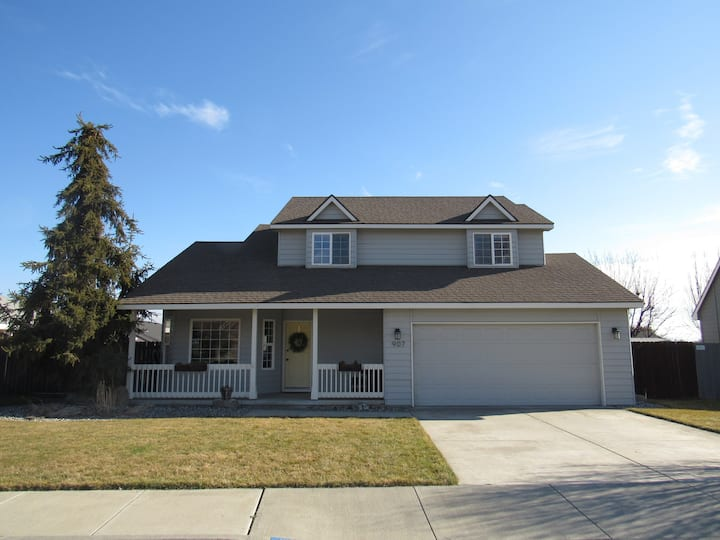 Comfy home in quiet South Kennewick neighborhood!