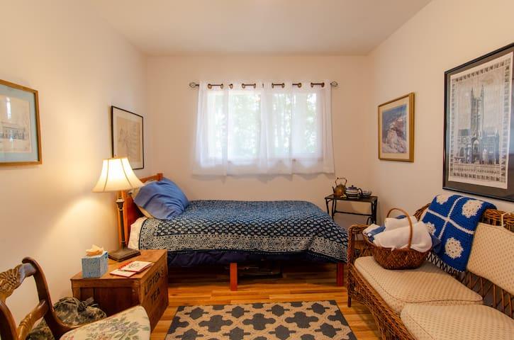 Sarah's Airbnb - Serene Retreat with breakfast