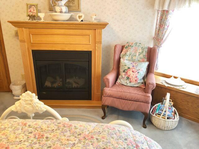 White Eyelet Room - Fireplace