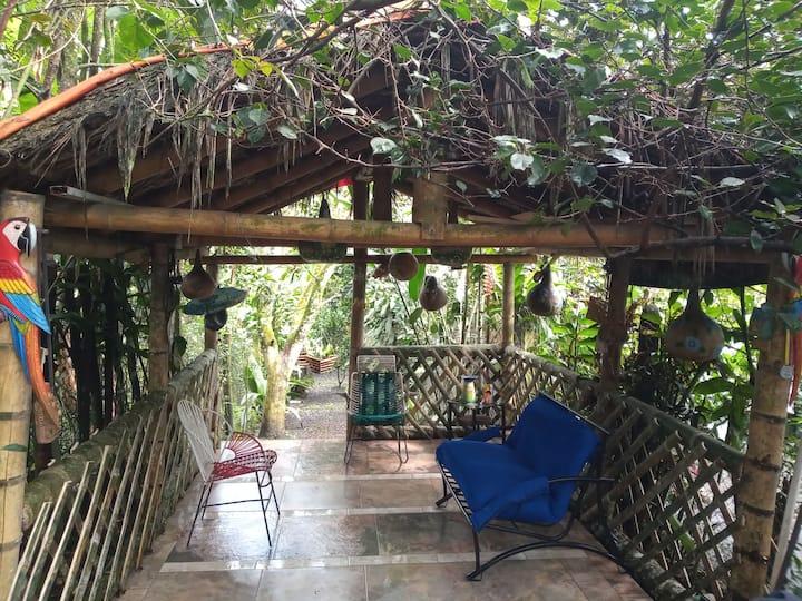 Casa equipada, ideal para el descanso y comodidad.