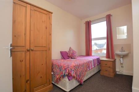 Minutes from Ashford international and town centre