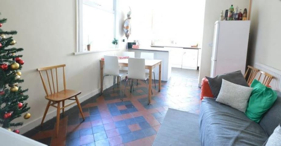 4 double bed house, 5min from Principality Stadium - Cardiff - Townhouse
