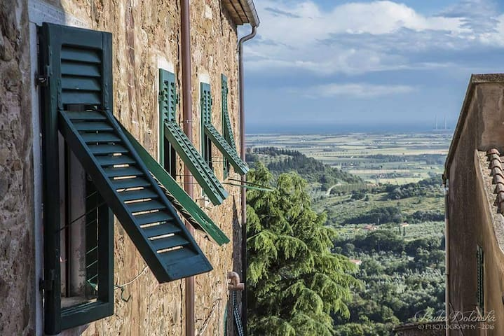 Easter in the romantic Tuscany