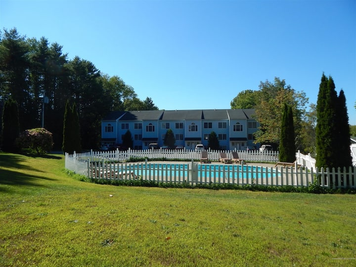 Well Appointed Damariscotta Town House with outdoor pool!