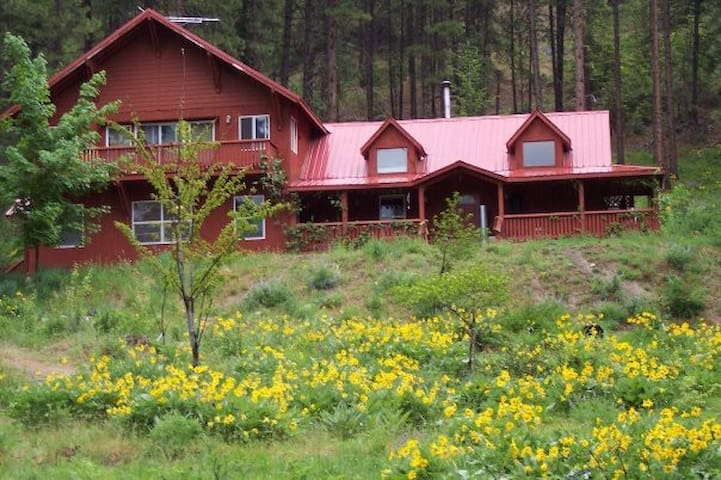 HOMESTEAD: Up on a mountain, 2 mi to Leavenworth