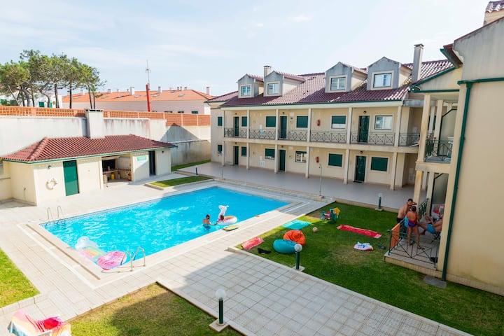 Cozy Beach & Swimming Pool Apartment