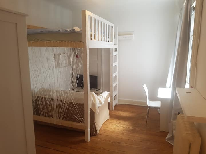 Private Room near Central Station 16m²