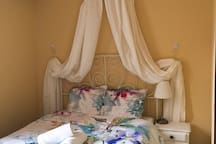 High quality Cotton-Satin bedding and towels are provided