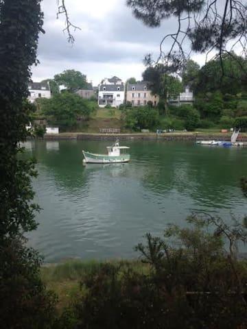 Maison de pêcheur avec vue du la rivière du Bono - Bono - Huis