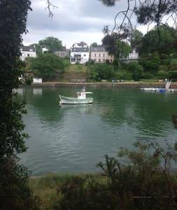 Maison de pêcheur avec vue du la rivière du Bono - Bono - Casa