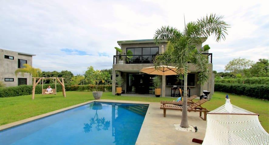 Relaxing Villa, 3 Bedrooms, Garden, Swimming Pool