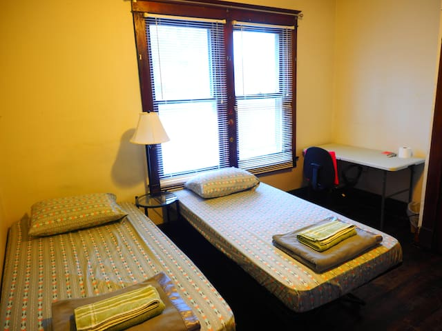 Private room, 5 min walk to Purdue #2 - West Lafayette - Hus