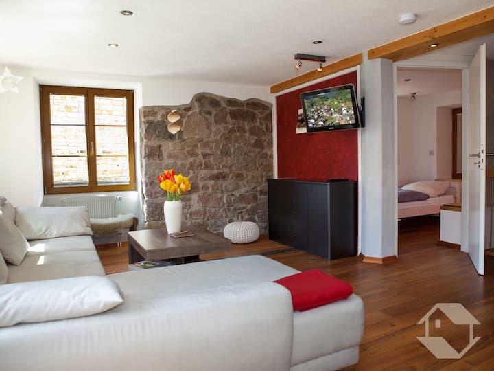 Alte Nagelschmiede, (Kleines Wiesental), Ferienwohnung, 80qm, 2 Schlafzimmer, max. 2 Erw. und 2 Kinder