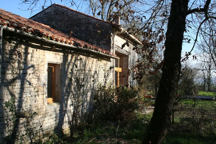 Charming house with a large enclosed private garden in an authentic village