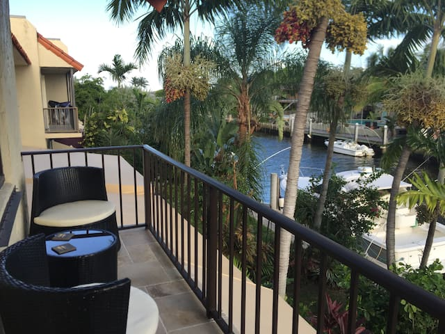 Luxury suite with private balcony - Miami Shores - Townhouse