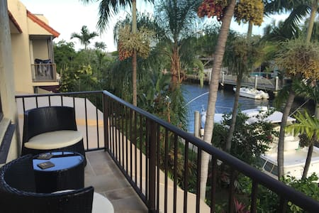 Luxury suite with private balcony - Miami Shores - Adosado