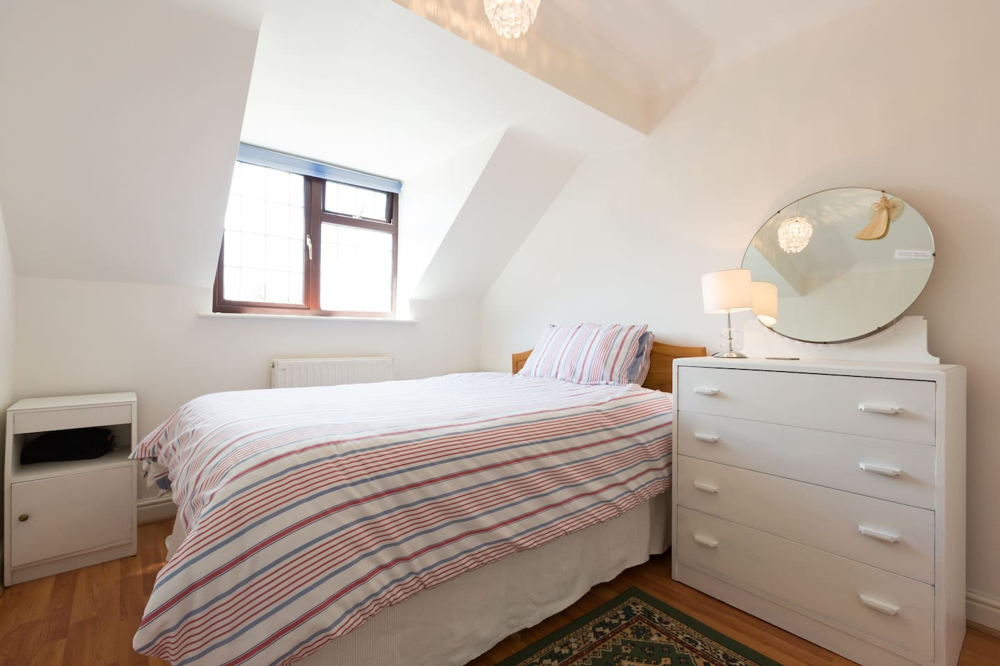 Hideaway is a quiet out of the way double room with TV, hanging rail, fast internet. There is a guest living room, use of the kitchen and garden.  Wonderful for relaxing after a day out working or touring !