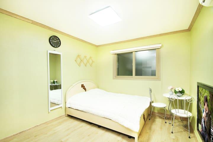 [대천]초록펜션 7평 아메리카노4호(커플룸/기준2인~최대4인) - Boryeong-si