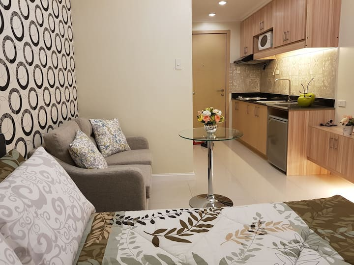Charming Room w/ NETFLIX + Wifi & Cable