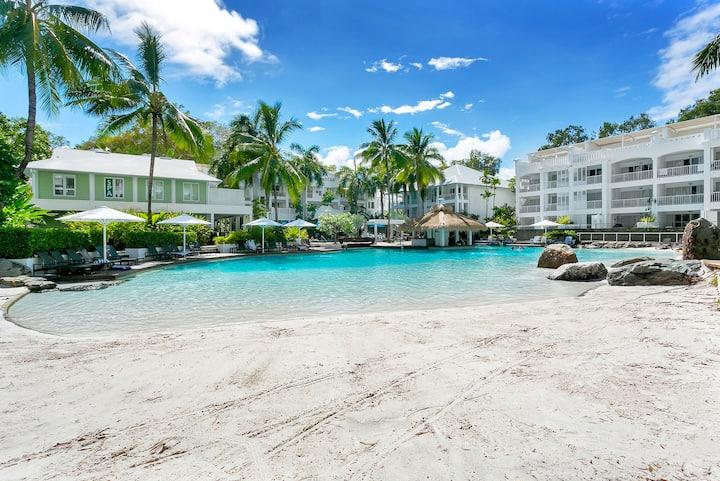 Fabulous Hotel Spa Room Overlooking Pool
