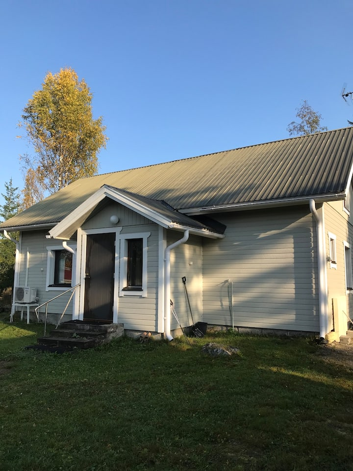 Mummon mökki maanseudulla lähellä Kuopiota