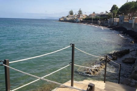 """""""The house on the sea"""", with access to the sea - Trabia"""