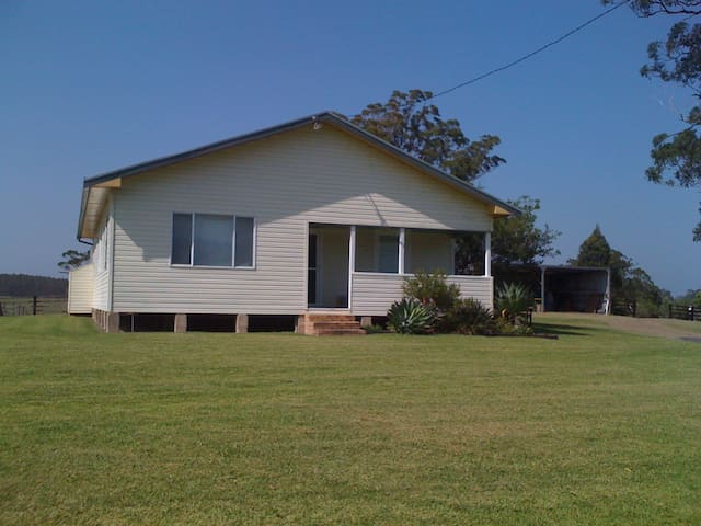 Boronia Park Cottage and Farm Stay
