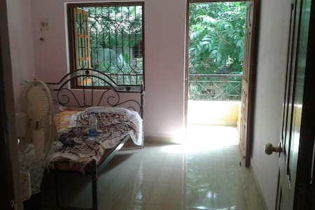 2 BHK FLAT IN VERLA CANCA GOA - Mapusa - Bed & Breakfast