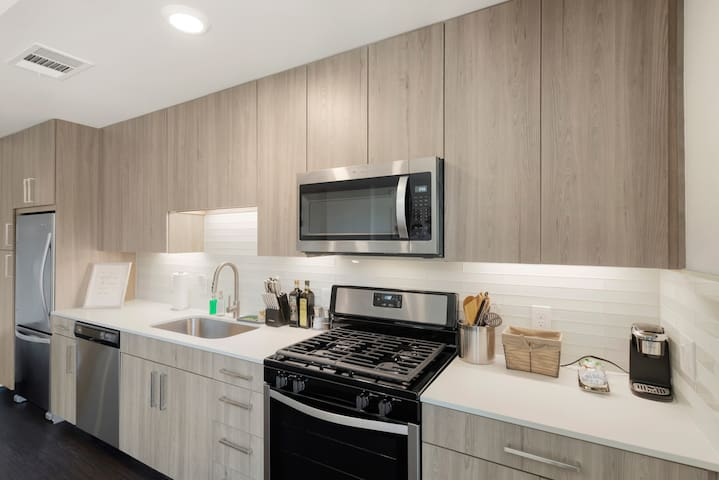 Luxe Studio Apartment in Arlington