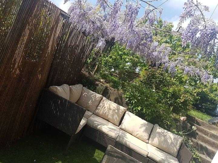 Jolie maison centenaire jardin proche lausanne