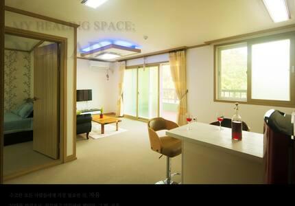 노마드 201호 [오늘, 자유!] : 아늑하고 깨끗한 실내와 테라스, 즐거운 월풀목욕 - Geoje-si