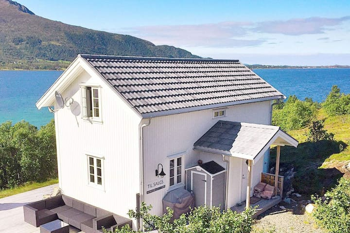 4 star holiday home in Sortland